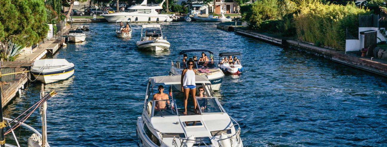 Barcos en el canal